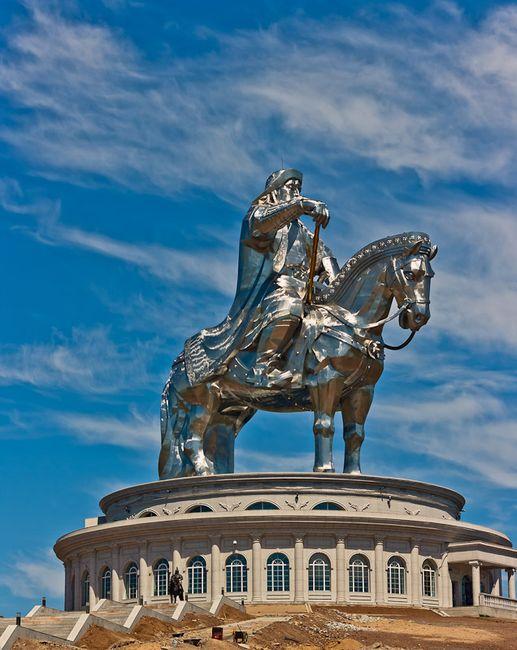 Статуя Чингизхана (8 фото)