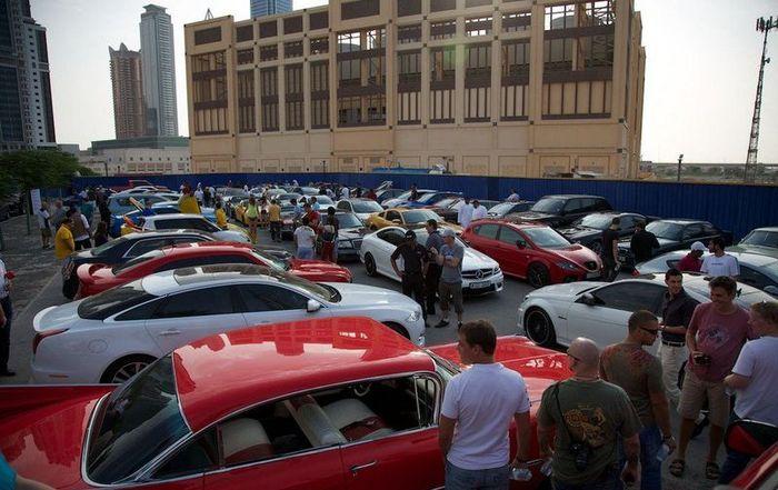 В Дубаи собрались владельцы необычных машин (31 фото)