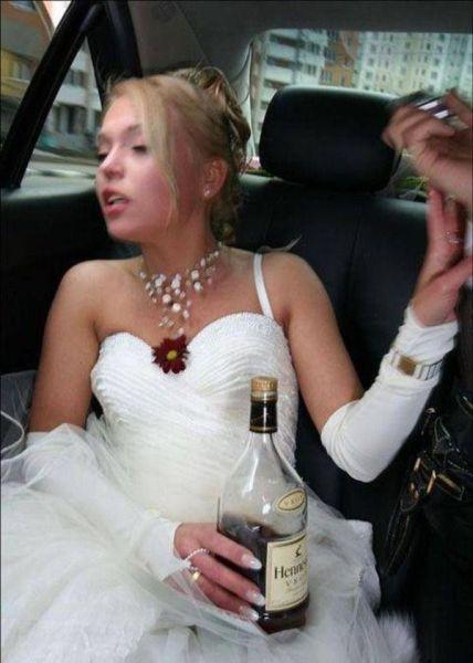 У пьяной невесты под платьем
