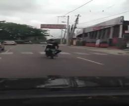 Езда без рук задом наперед