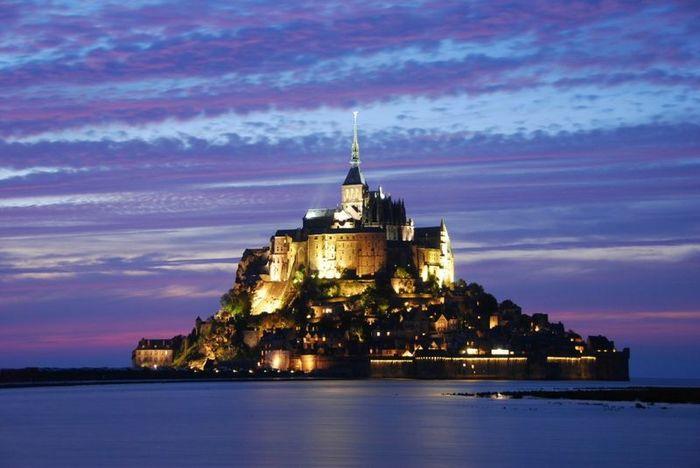 Неприступный замок Мон Сен-Мишель (13 фото)