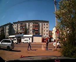 Водитель выписал штраф пешеходу