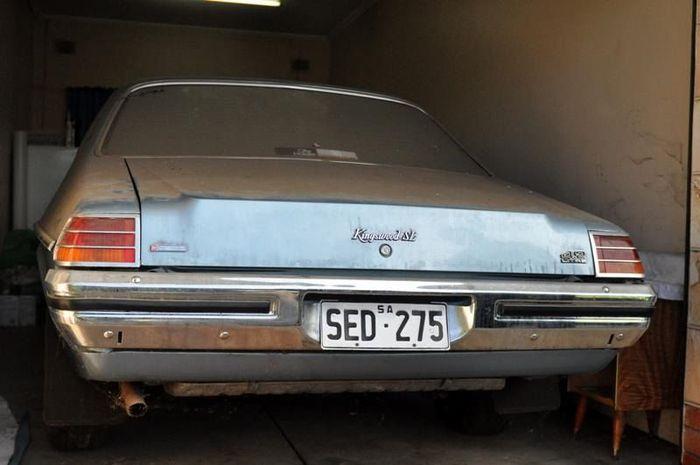 Holden Kingswood HZ 1979 г.в. нашли в гараже с пробегом 998.2 км (25 фото)
