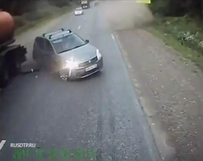 Авария дня часть 615 (7 фото+2 видео)