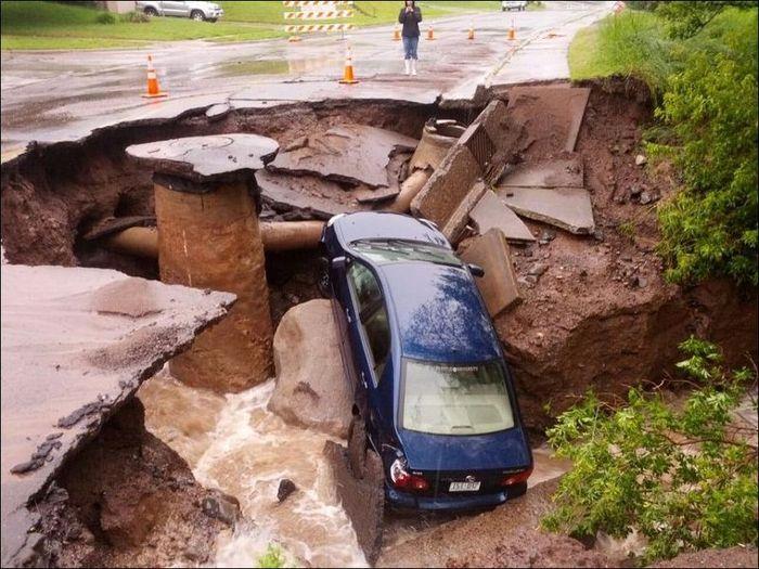 Ливень в США размыл дороги (21 фото)