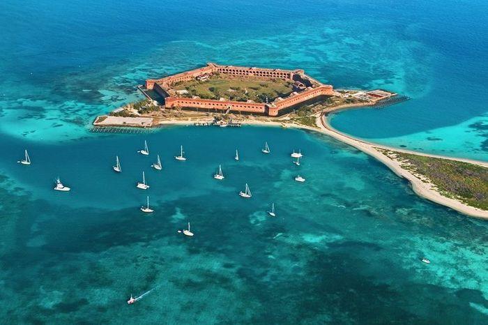 Остров Драй Тортугас и форт Джефферсон (11 фото + 2 видео)