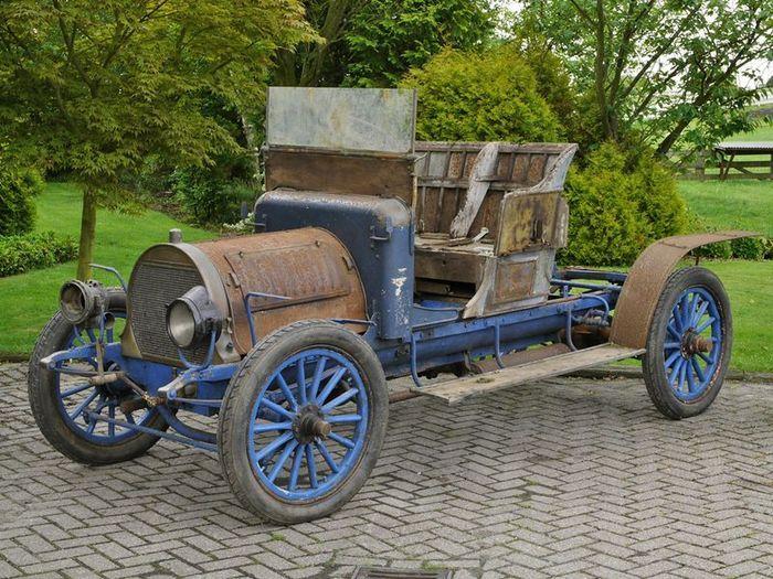Spyker 1906 года выпуска нашли в джунглях Французской Гайаны (4 фото)