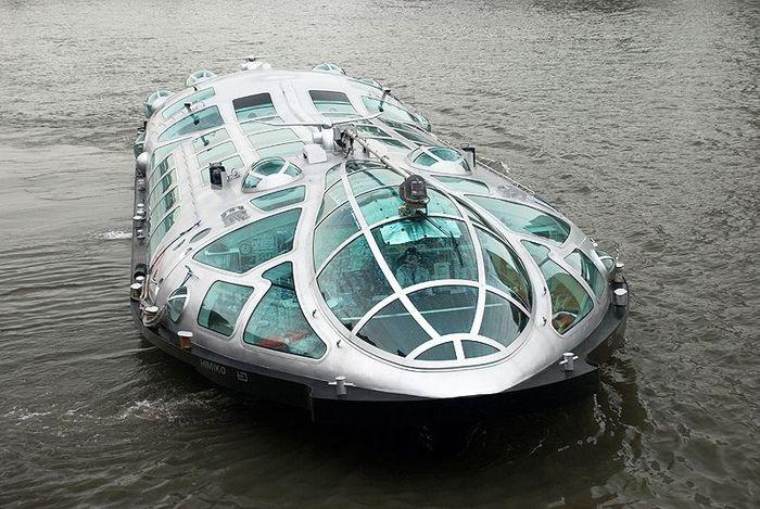 Японский речной трамвайчик (12 фото + 1 видео)