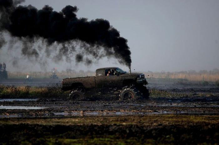 Фестиваль любителей грязи в США (42 фото)