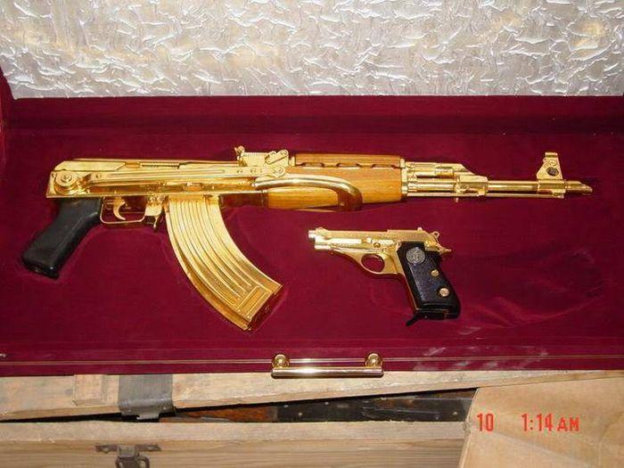 Оружие из золота Саддама Хусейна (19 фото)