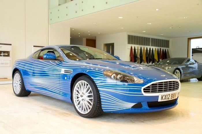 Aston Martin и Facebook выпустили модель DB9 — 1M (6 фото)