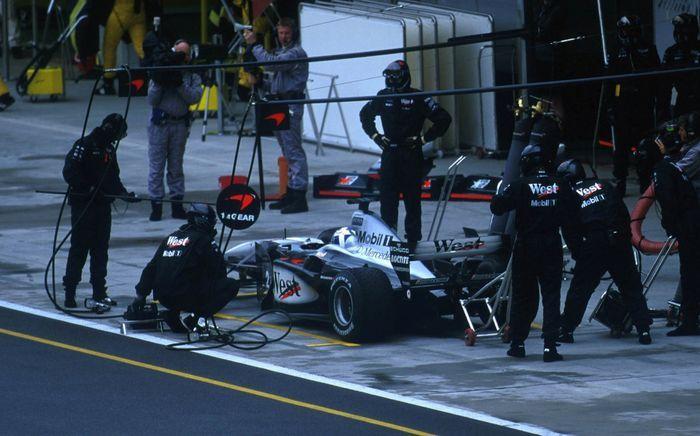 Рекорд Формулы-1 по проведению пит-стопа от команды McLaren (текст)