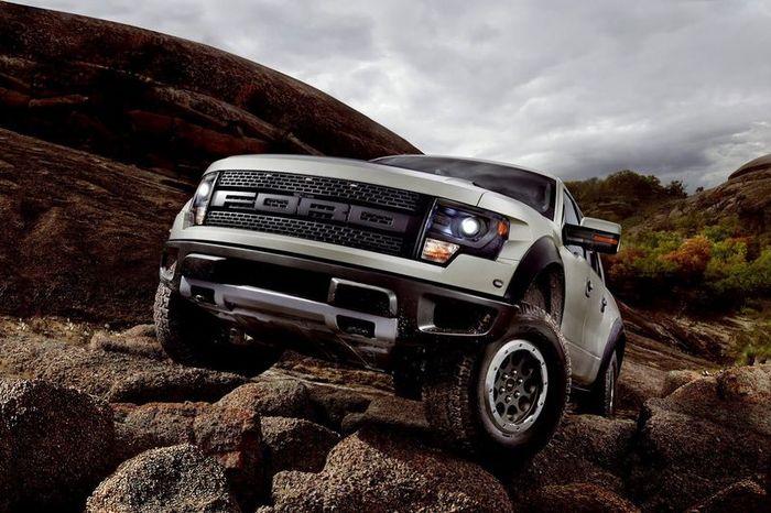 Компания Ford представила обновленный F-150 SVT Raptor (5 фото)