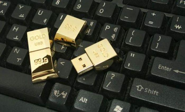 Новые фото золотой слиток, клавиатура, флешка