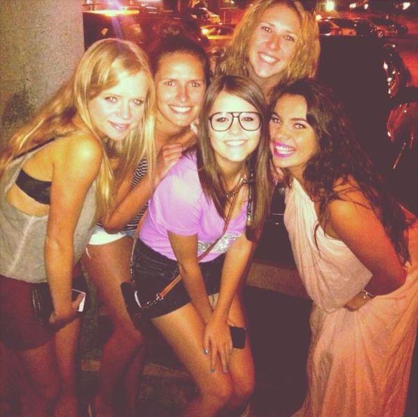 Фотоприкол онлайн в очках, подруги, улыбка