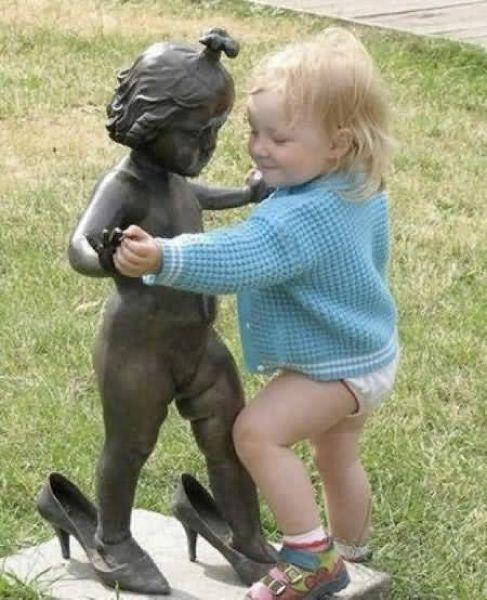 Interactuando con las esculturas Pamjatnik01