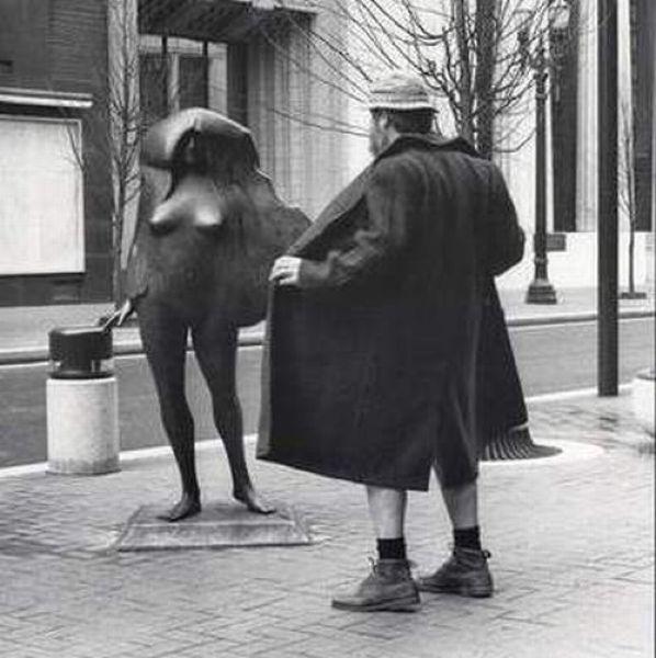 Interactuando con las esculturas Pamjatnik02