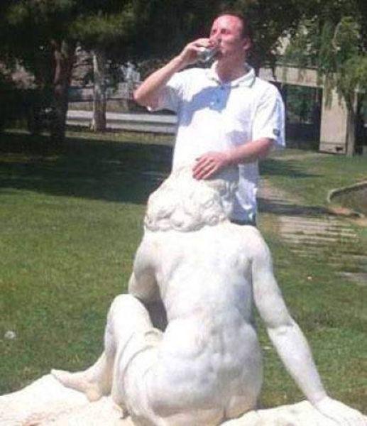 Interactuando con las esculturas Pamjatnik03