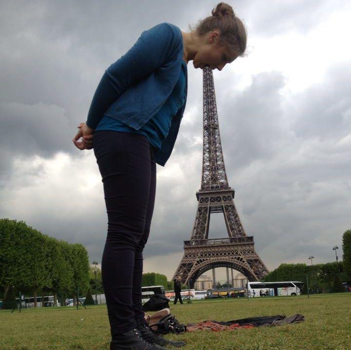 Фотографируясь с памятником, включай воображение(7 фото)