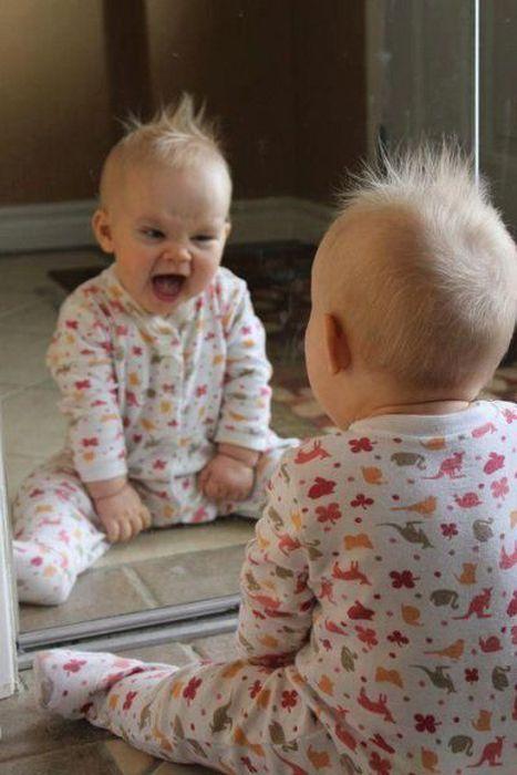 Фотоприкол дня зеркало, отражение, ребенок