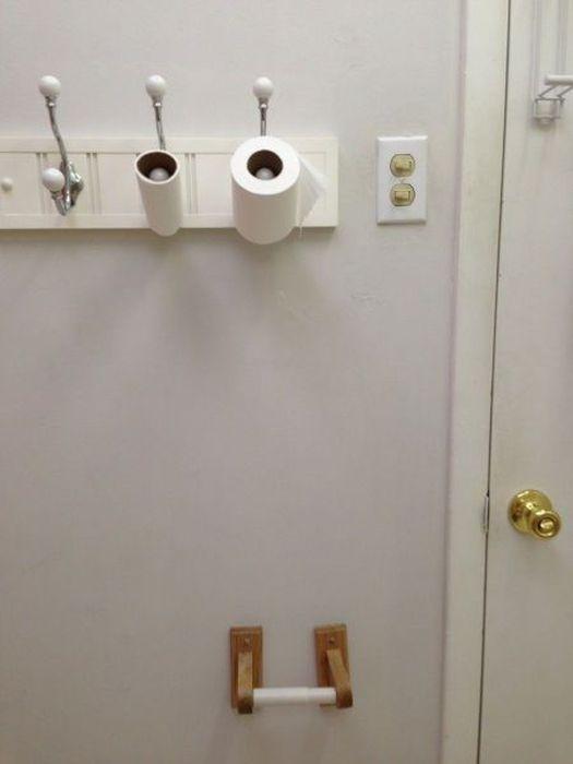 Фото онлайн крючок, туалетная бумага