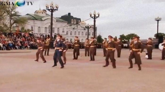 хабаровск, военный оркестр, bad romance, gangnam style