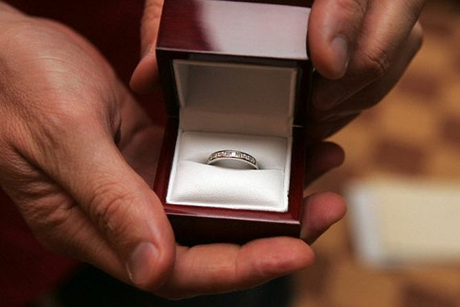 предложение руки, кольца, романтика,