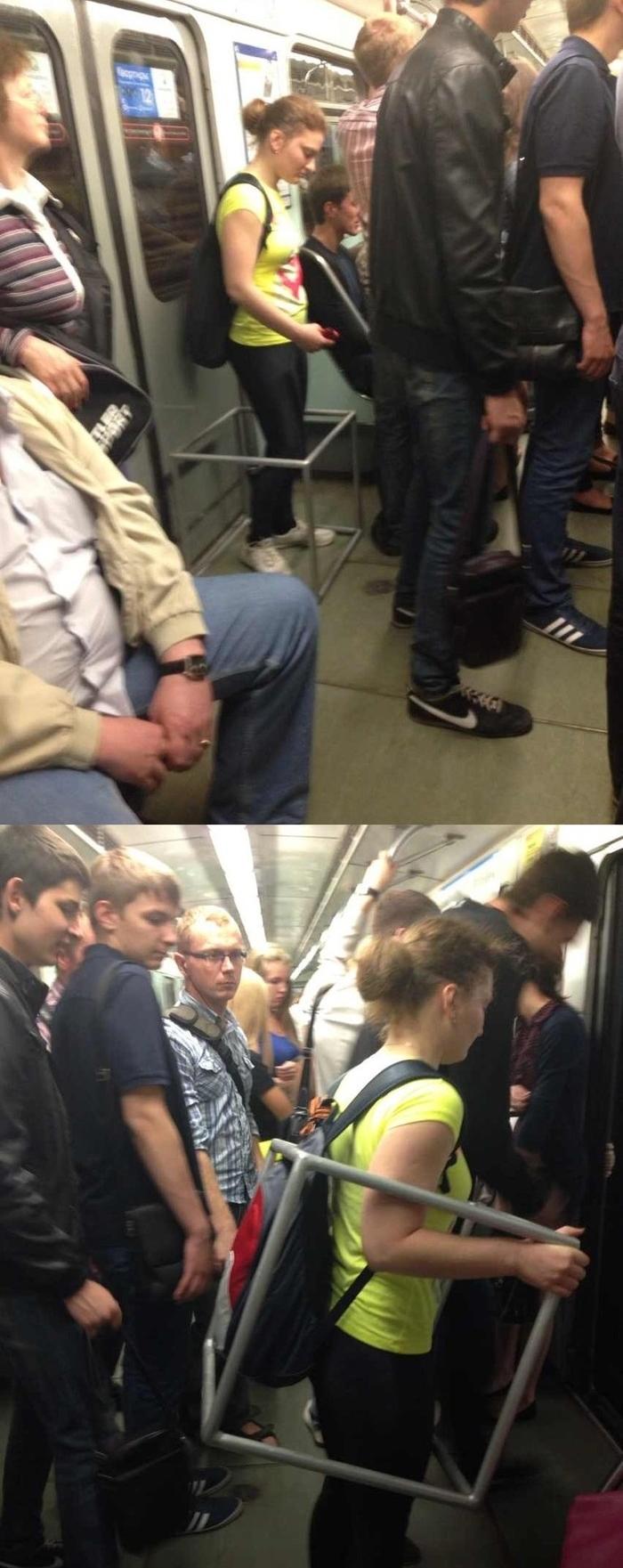 Лапают прямо в метро фото 221-407