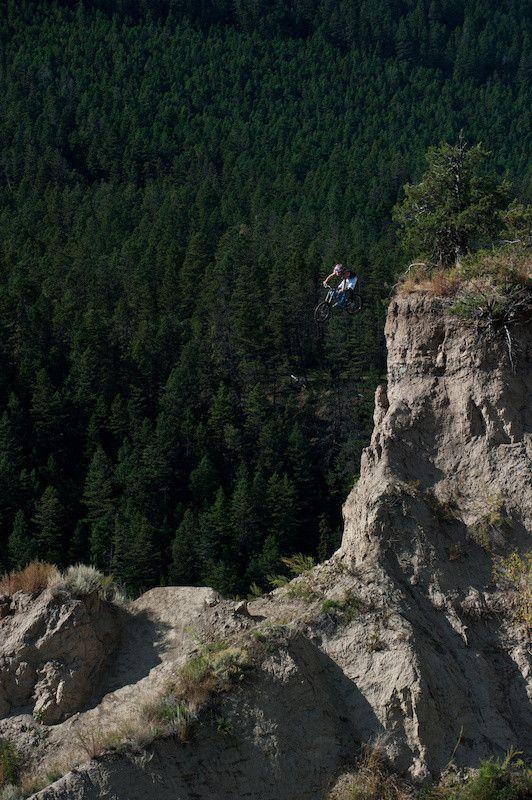 Фотоприкол онлайн горы, мотоцикл, прыжок, скала