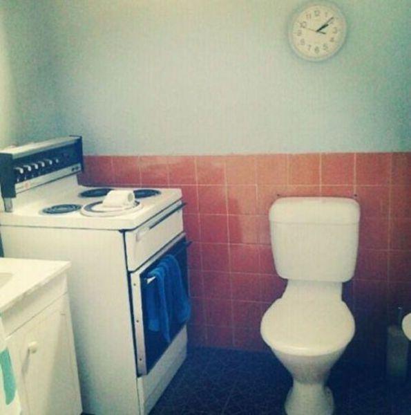 Прикол плита, туалетная бумага, унитаз, часы