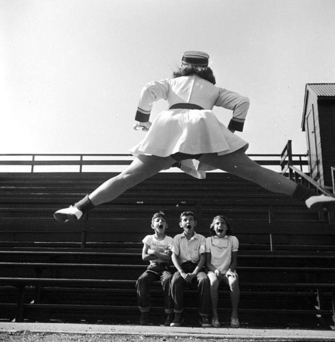 Юмор прыжок, удивление, шпагат