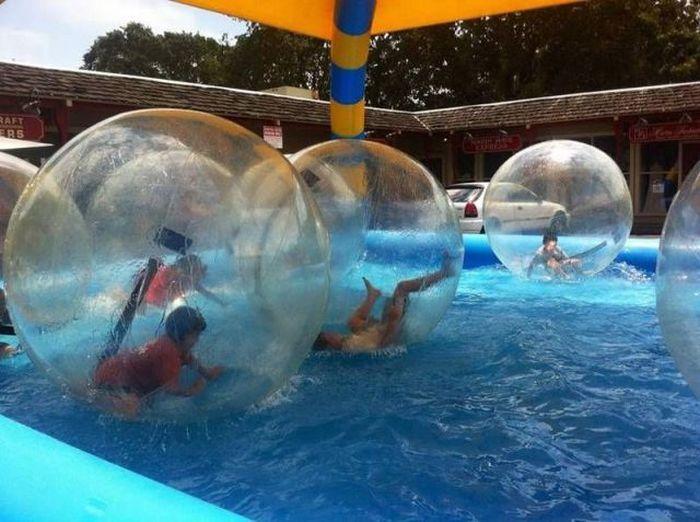 Бесплатный фотоприкол бассейн, шар