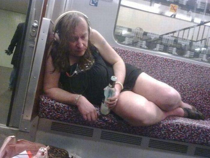 Смешная фотогалерея алкаш, метро, общественный транспо