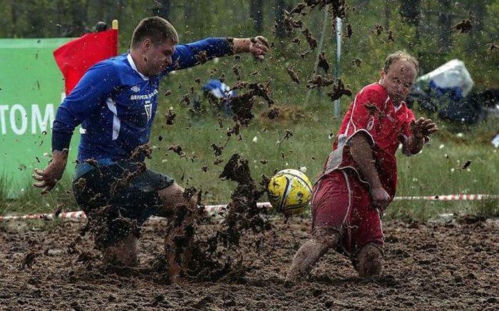 Фотоприкол недели грязь, лужа, футбол