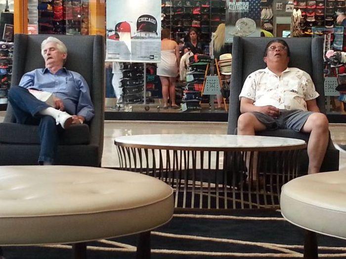 Прикольные фото заснули, магазин, ожидание, старики