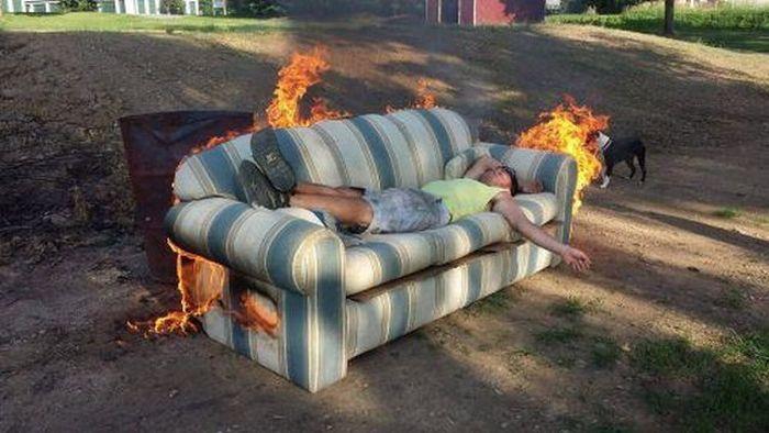 Смешной фотоприкол диван, пожар, прикол