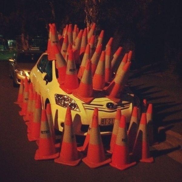 Фотка авто, заставили, знаки, конус