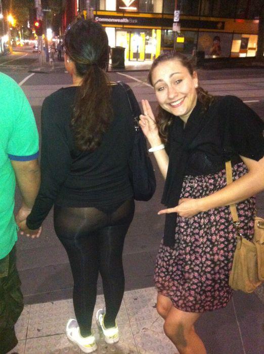 Девушек фото просвечивает одежда прямо