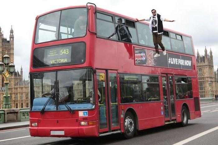 иллюзионист, трюк, автобус, полет