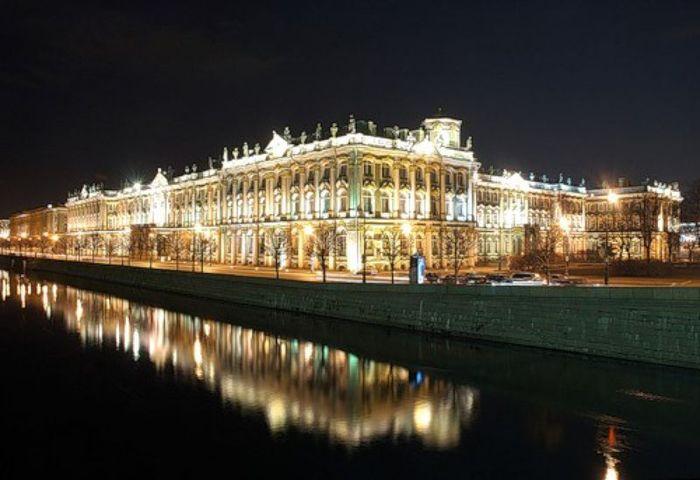 Зимнему дворцу исполнилось 259 лет (8 фото)