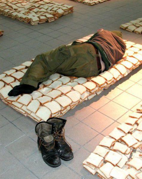 Юмор прикол кровать, матрас, сволочь, хлеб