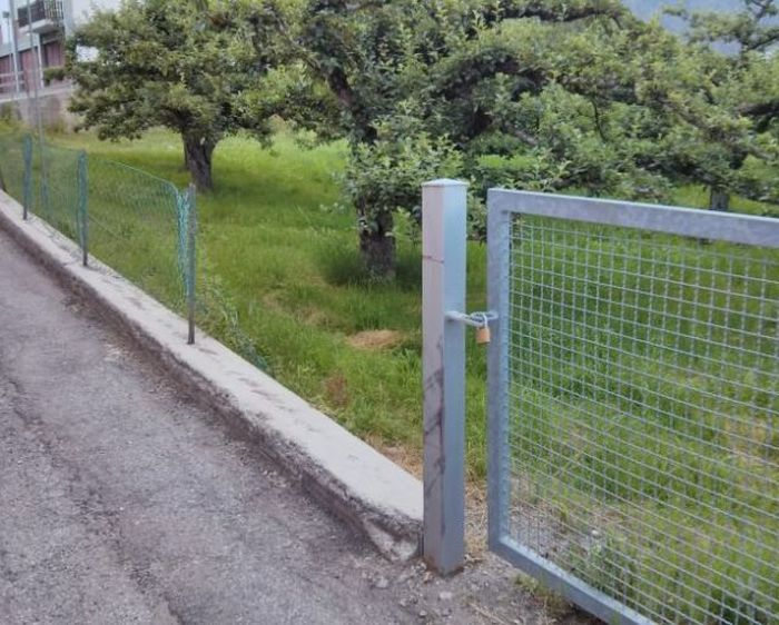 Фотоприкол дня забор, ограда, прикол, угадай страну