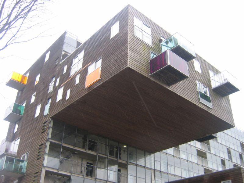 В соломенском районе появился балкон-переросток - в городе.