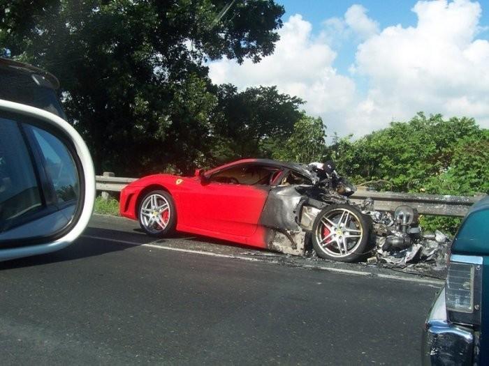 Fire Ferrari (5 photos)