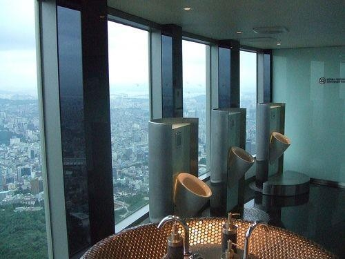 Необычные туалеты (7 фото)