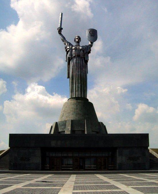 13 самых больших статуй в мире (17 фото)