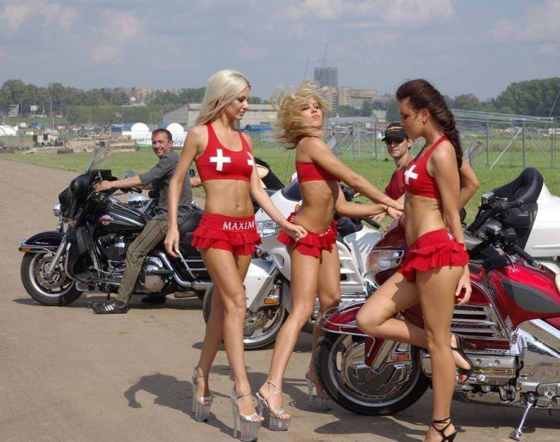 Девушки на АвтоЭкзотике 2008 (23 фото)