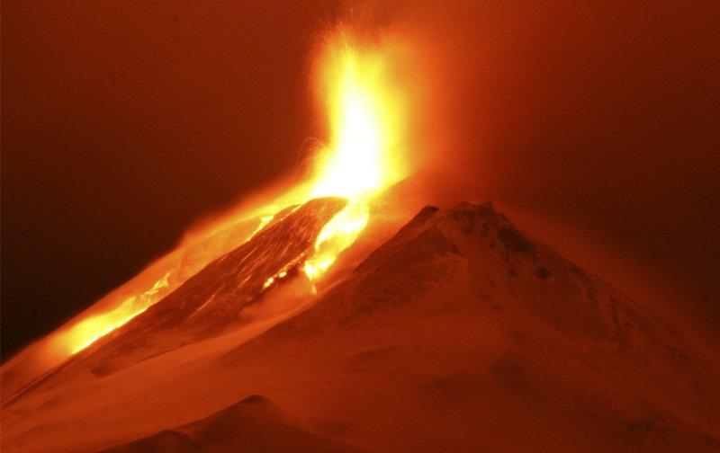 Один из больших вулканов в Чили - Лиаима