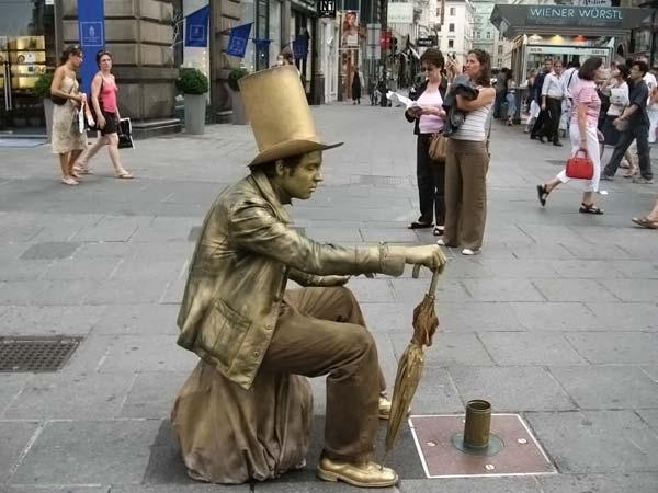 Живые статуи (17 фото)