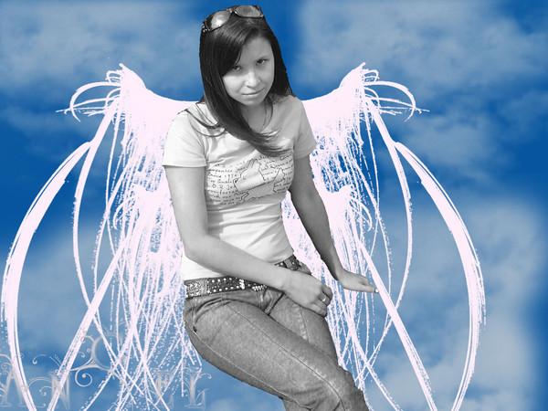Дальше нас приветствует *~_Bonita_~* , судьба её кагбэ потрепала, о чем свидетельствуют её общипанные крылья.
